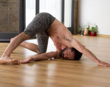 """Clase de yoga """"profundización"""""""